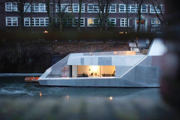 12_Hausboot